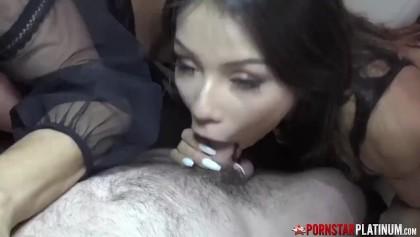 Ariella Ferrera Arsch lecken