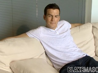 Dreamboat UK jock Marcus jerking off his big cock solo
