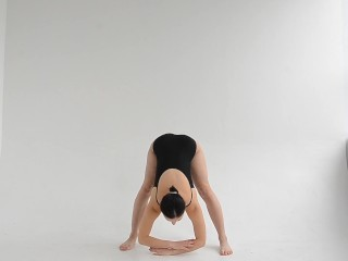 Super flexible hot gymnast Dasha Lopuhova