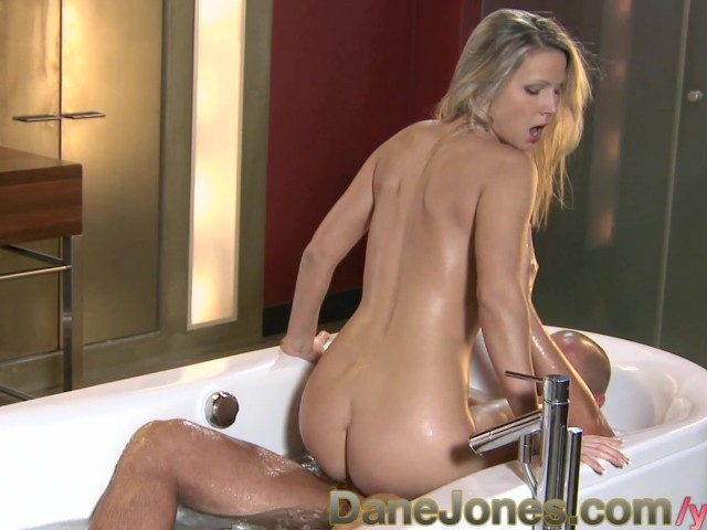 bathroom free porn Key topics of this collection: