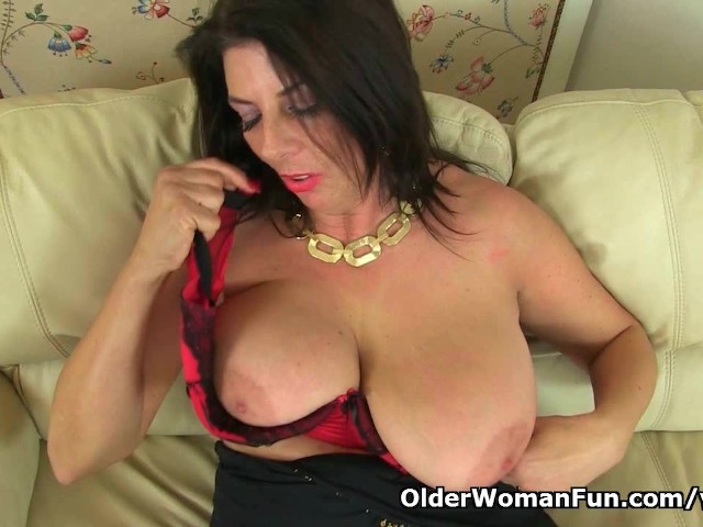porn english milf English milf Lelani loves dildoing her fuckable cunt Video - Porn.com.