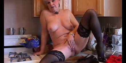 Grannys shaved wet pussy lips — photo 11