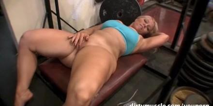 bbw-naked-squatting