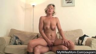 Sexy moms porn pic