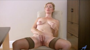 mature-stripping-video