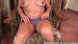 Mature Redheaded Housewife Gets Finger Fucked By The Photographer PornZek.Com