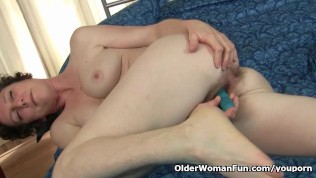 Mom Gives Her Hairy Pussy The Attention It Needs PornZek.Com