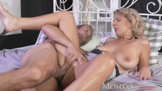 Mom Experienced Man Licking Pussy And Making Housewife Feel Amazing PornZek.Com