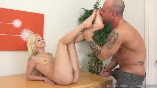 Elsa Jean Gets Explosion Of Cum All Over Her Feet PornZek.Com