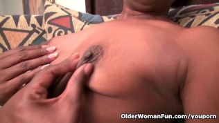 Ebony Granny Amanda Peels Off Her Pantyhose And Plays PornZek.Com