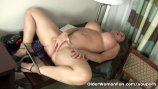 American Milf Sheila Plays With Nylon And High Heels PornZek.Com