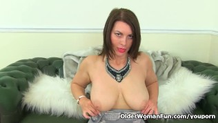 image Well rounded milf riona rubs her throbbing clit