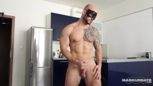 Bodybuilder David Jerks his Big Uncut Cock