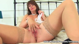 Scottish Milf Toni Lace Stuffs Her Fanny Full With Knickers PornZek.Com