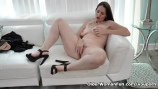 American Milf Christina Gives Her Pussy A Workout PornZek.Com
