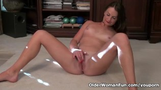 Usa Milf Stacy Rubs Her Nyloned Clit PornZek.Com