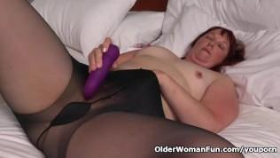 Big Bottomed Milf Scarlett From The Usa Fucks A Dildo PornZek.Com