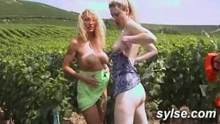 2 Milfs Partagent Exhib, Sexe Public Et Partouzes PornZek.Com