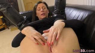 British Milf Shows Off Her Huge Tits PornZek.Com