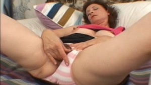 PANDORA: MILF PLAYS WITH HERSELF