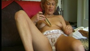 Blonde cumming home to play with herself