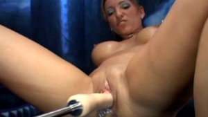 Dildo Machine Nailing Amateur Babe