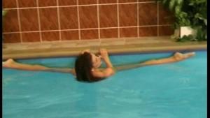 Flexible posing in the pool