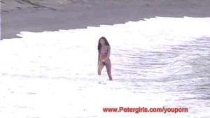 Hawaiian bikini babe on the beach masturbating