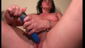 Horny MILF gets her pussy all moist (clip)
