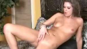 Sexy Chick Fingering her Pussy