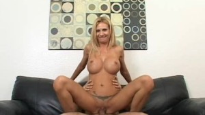 Hot Mom Brooke Tyler Moan Hard Fucked in Sofa