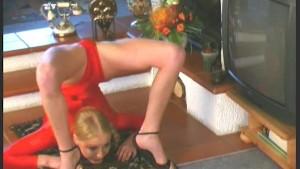 Flexible ballerina Karen (clip)