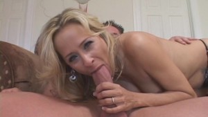 Horny Mommy Seduces Neighbor Stud