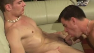 Amateur dick suckers on the sofa