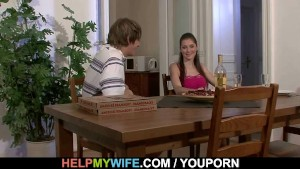 Pizza guy bangs married babe from behind