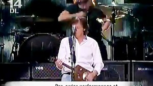 Paul McCartney + Dave Grohl and friends - -Cut Me Some Slack- (Jam) - YouTube