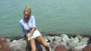 blonde chicks peeing outdoor