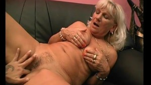 Mature Babe Makes Young Chick Cum - Julia Reaves
