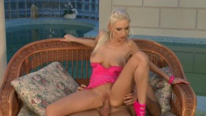 Alexis getting stuffed - Playvision