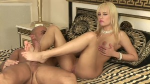 Fucked her shaved pussy with my thick cock - Playvision