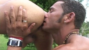 Two Hunks Fuck Outside - Mavenhouse