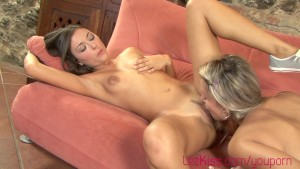 Teens eating pussy and reaching climax HD