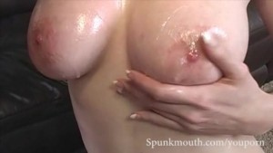 Natural Hottie Natalie Minx shows off her sexy funbags for a messy facial