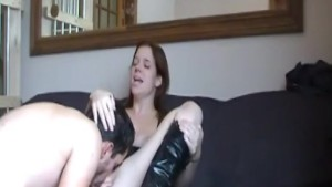 Dude fingering her pussy and then fucks her horny pussy