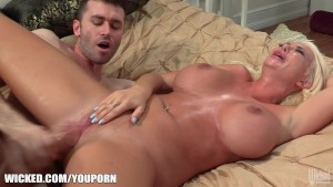Blonde fuck doll Summer Brielle gets slammed by James Deen