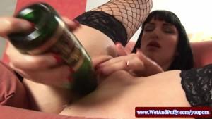 Sofia Valentine masturbating