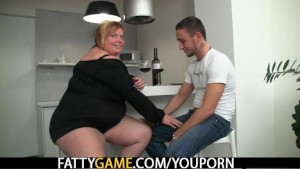Horny fat girl seduces a man