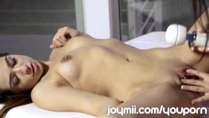 Joymii Sara Banks Shaves Scarlet Banks Pussy and Fingers Her Clean Cunt