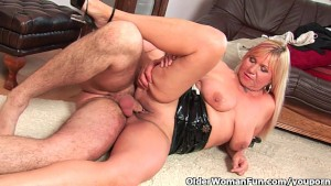 Slutty grandma sucks cock and gets a mouth full of cum