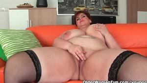 Mature BBW with big tits fucks a long dildo